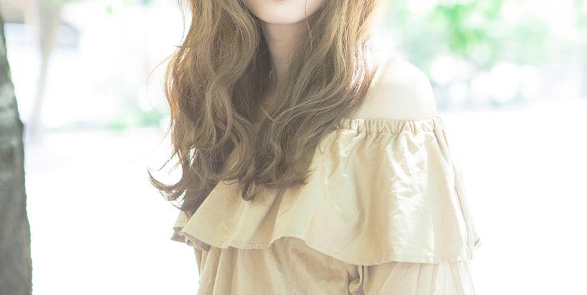 ツヤ髪の女性