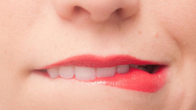 占い師に「歯の隙間を埋めろ」と言われ、日帰りで埋めてきました
